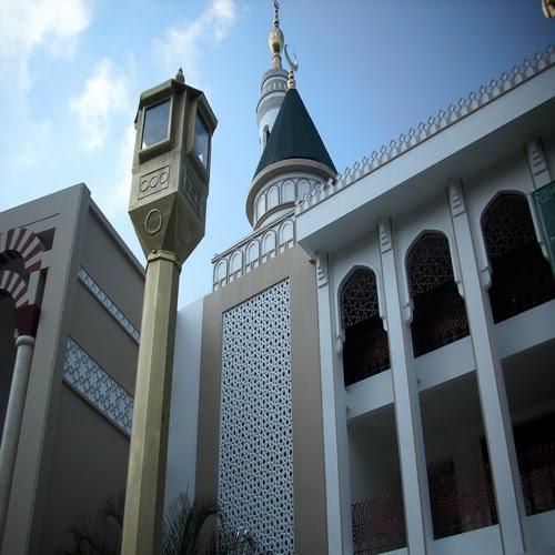 Interior dan Exterior Logam Cor Pada Bangunan Masjid