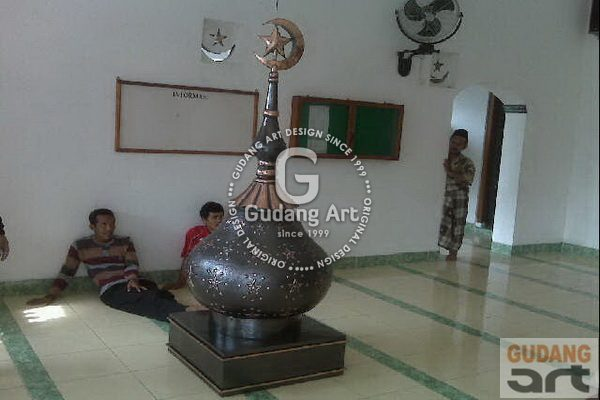 Proses Pemasangan Kubah Tembaga Masjid Jami