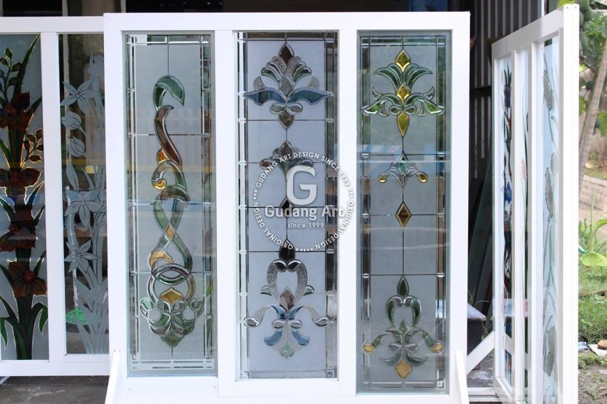 Pentingnya Memasang Kaca Patri Jendela Rumah Untuk Dekorasi