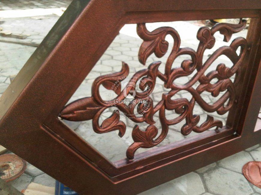 Mengaplikasikan Ornamen Jendela Masjid