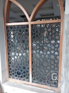 Menerapkan Ornamen Pagar Dan Teralis Masjid