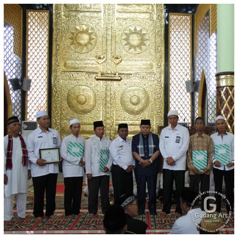 Replika pintu kabah - Ornamen Mihrab Pintu Ka'bah Masjid Nurul Iman